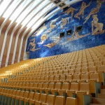The second larges theatre in the Opera House... the blue wall is one of the two supports for the Metal feather that couples the whole building