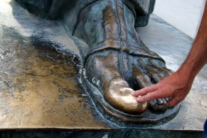 The toe of the Grgur Ninski Statue